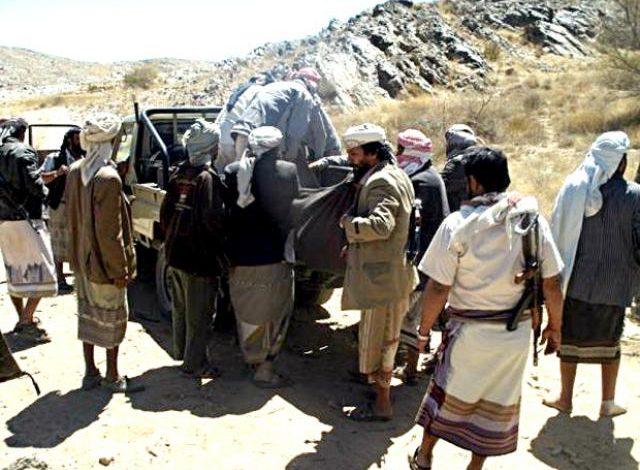 تفاصيل جديدة .. انفجار الوضع عسكريا في مناطق سيطرة الحوثيين في هذه المحافظة وسقوط قتلى ( أسماء )