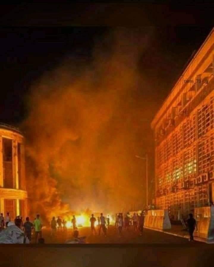عاجل .. اتساع رقعة الاحتجاجات في العاصمة عدن و الانتقالي يفتح النار وسقوط قتلى وجرحى من المواطنين | شاهد صور