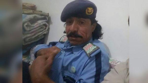 بدم بارد جماعة الحوثي يعدمون شرطي مرور شهير بطريقة بشعة والسبب ؟ ( صورة )