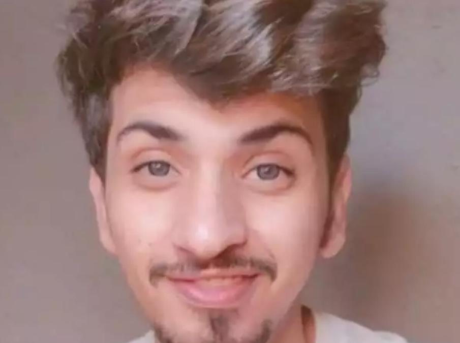 في أول بث له .. اليوتيوبر اليمني الشهير يحسم الجدل ويكشف سبب ترحيله من السعودية بعد سجنه .. وهذا ماطلبه من جمهوره!