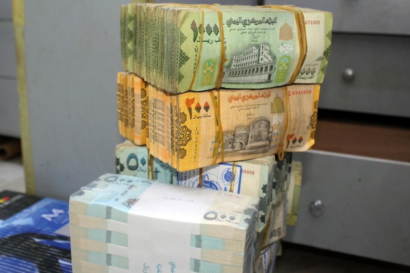 السعر الأن : ارتفاع صاروخي للدولار و السعودي أمام الريال اليمني صباح اليوم الاثنين